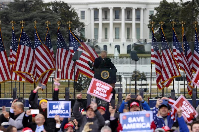 「拯救美國」集會人山人海 特朗普現身發表演說