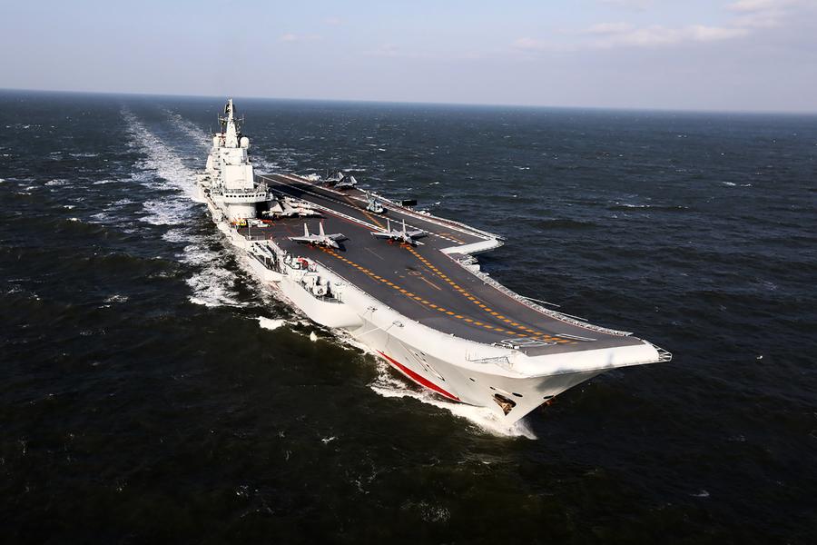 衛星圖曝美艦進入遼寧號艦群 近距離監測