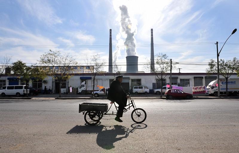 圖為北京一家煤炭發電工廠。(FREDERIC J.BROWN/AFP/Getty Images)