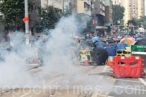 組圖:十一港民抗暴 警武力清場逮捕多人