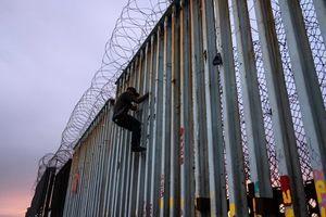 拜登停建邊境牆令被指違法 聯邦監督機構調查