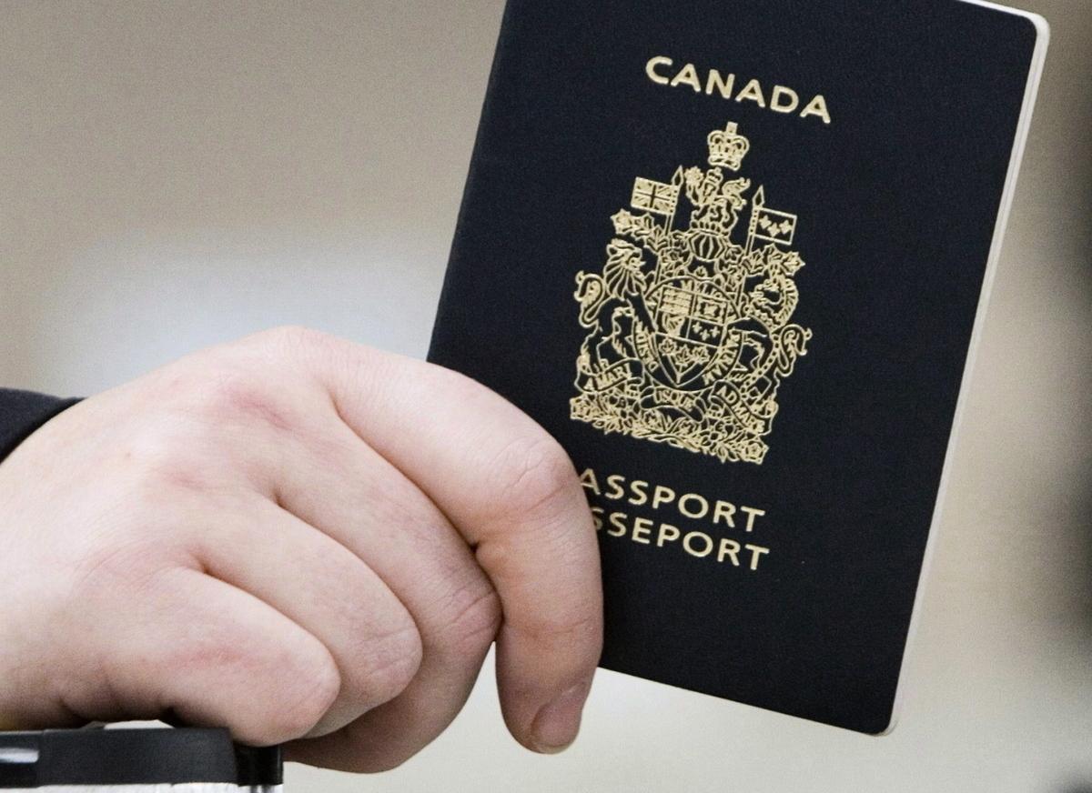 持有加拿大護照或房產的香港官員,有可能會被加拿大政府制裁。圖為加拿大護照。(加通社)