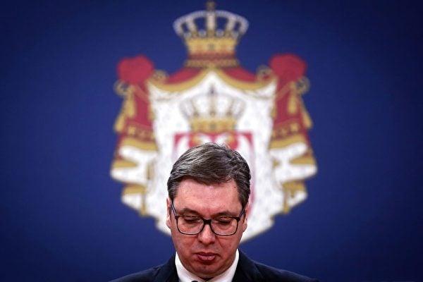 塞爾維亞總統武契奇(Aleksandar Vucic)的兒子和身邊的高官都染上了中共病毒。(OLIVER BUNIC/AFP via Getty Images)