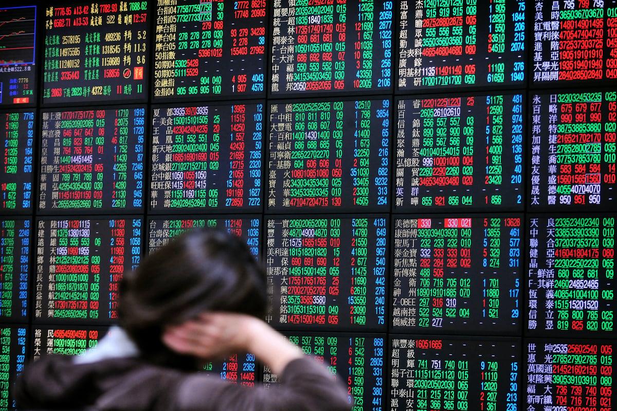受貿易戰影響,大陸股市和人民幣兌美元13日均大跌。圖為中國股市示意圖。(AFP)