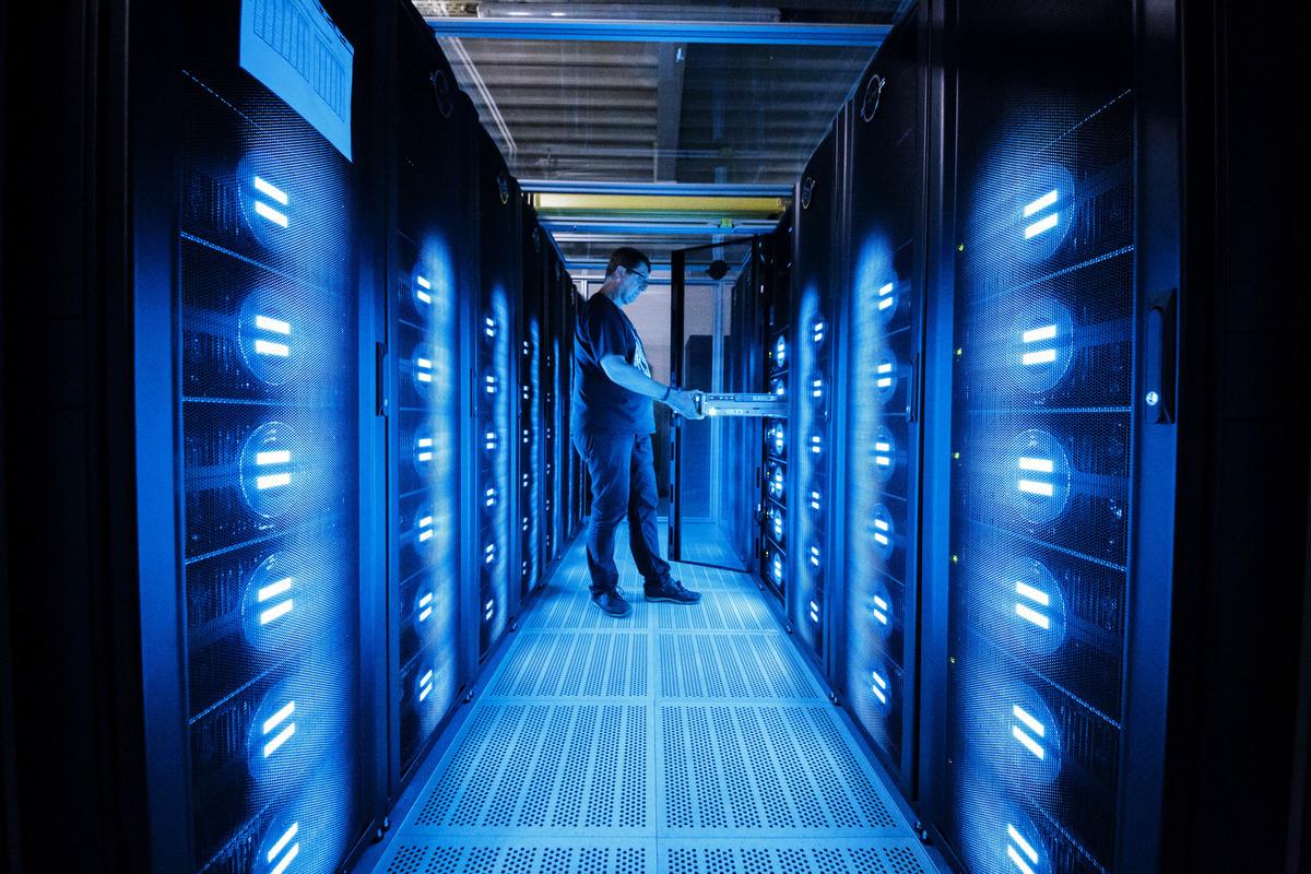 周四(4月8日),美國商務部再對中國高科技公司祭新禁令,將七家超級電腦中國實體列入出口管制黑名單。圖為超級電腦資料圖。(Morris MacMatzen/Getty Images)