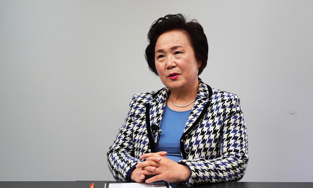 南韓MBC電視台前國際合作部負責中國事務負責人、MBC娛樂本部局長李純臨(音)就香港大紀元印刷廠被襲一事接受南韓大紀元採訪。(李裕貞/大紀元)