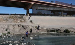 美2月非法越境者劇增 被捕人數破10萬