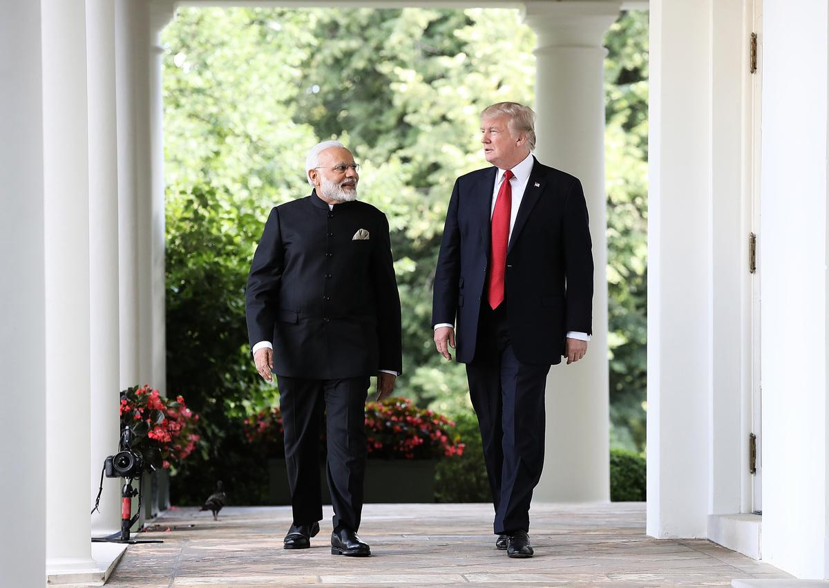 美國和印度首個「2+2」對話將於本周四(9月6日)在新德里舉行。美國國務院此前表示,為應對兩國共同面對的地區挑戰,此對話將加強戰略及國防合作。印度媒體說,中共的地區挑戰將成為此次對話的重要議題。圖為去年6月印度總理莫迪訪問白宮。(Win McNamee/Getty Images)