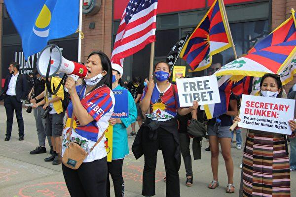 2021年6月23日,紐約的西藏人在紐約中領館前抗議。(黃小堂/大紀元)