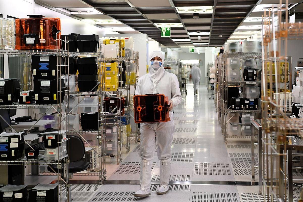 分析指出,美國最新的禁令將壓垮華為晶片設計公司海思半導體。海思若想建立一個不含美國設備和技術的晶片加工廠是白日做夢。示意圖。(JEAN-PIERRE CLATOT/AFP/Getty Images)