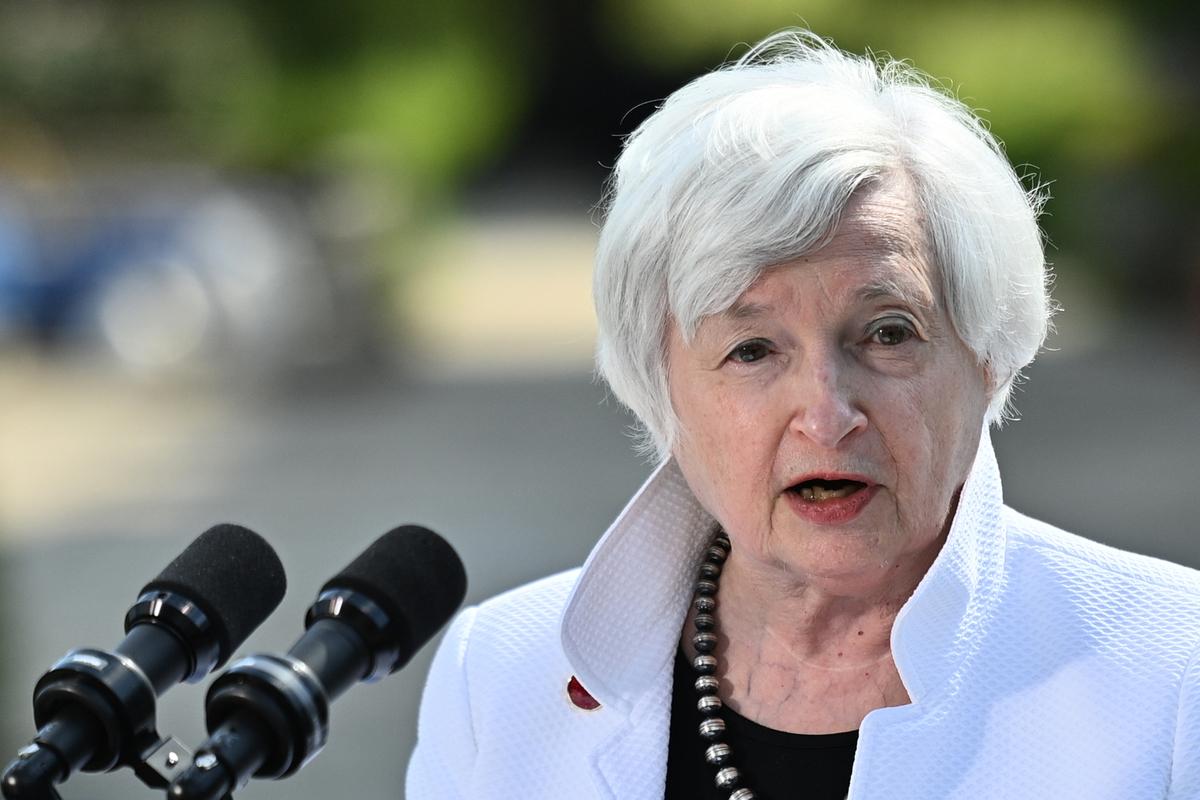 2021年6月5日,美國財政部長耶倫(Janet Yellen)出席英國倫敦溫菲爾德宮(Winfield House)舉行的七國集團財長會議後,在新聞發佈會上發言。6月5日,來自富裕的七國集團的財長們承諾,將全球最低企業稅至少定為15%,並支持美國支持的一項針對科技巨頭和其它被指責納稅不足的跨國公司的計劃。(Justin Tallis - WPA Pool/Getty Images)