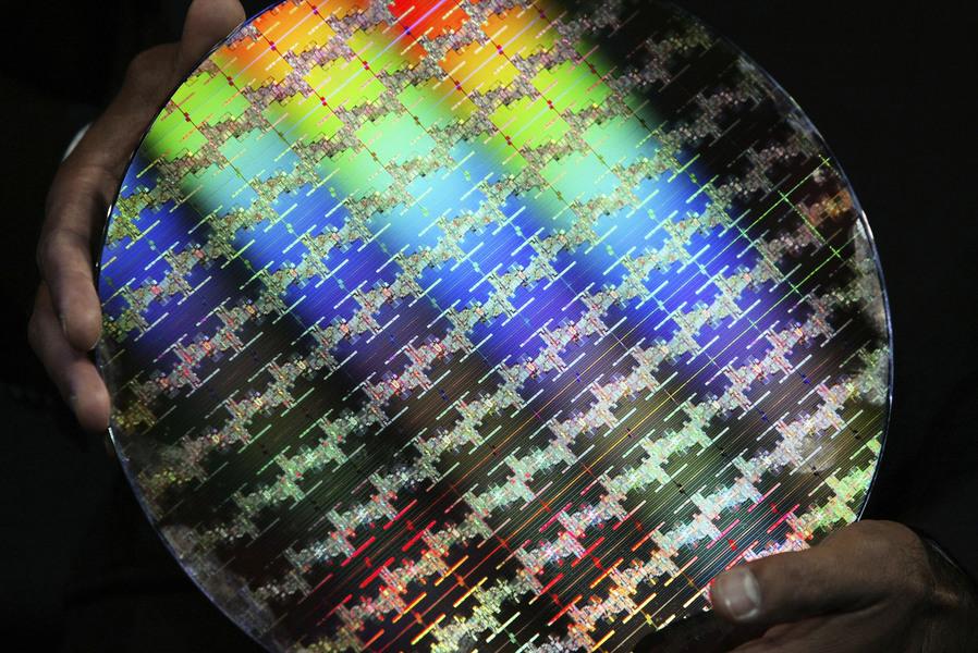 中資科企想自行開發晶片 但離不開外國技術