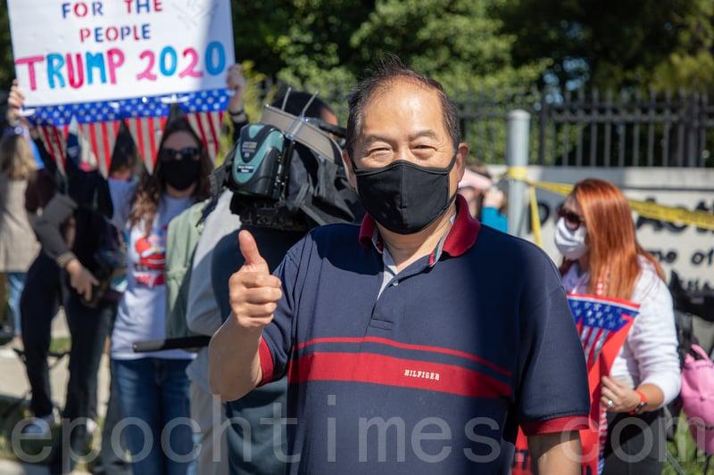 四十年民主黨華人選民趕到醫院為特朗普加油