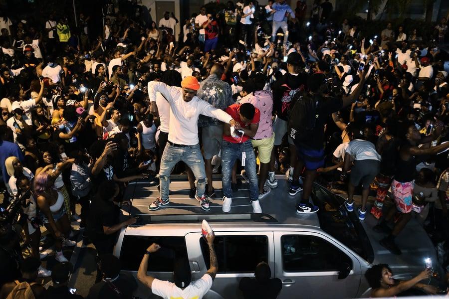 度假者無視宵禁令 邁阿密警方一個月逮捕上千人