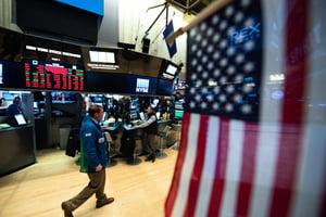 調查:54%富豪料美股明年至少漲5%