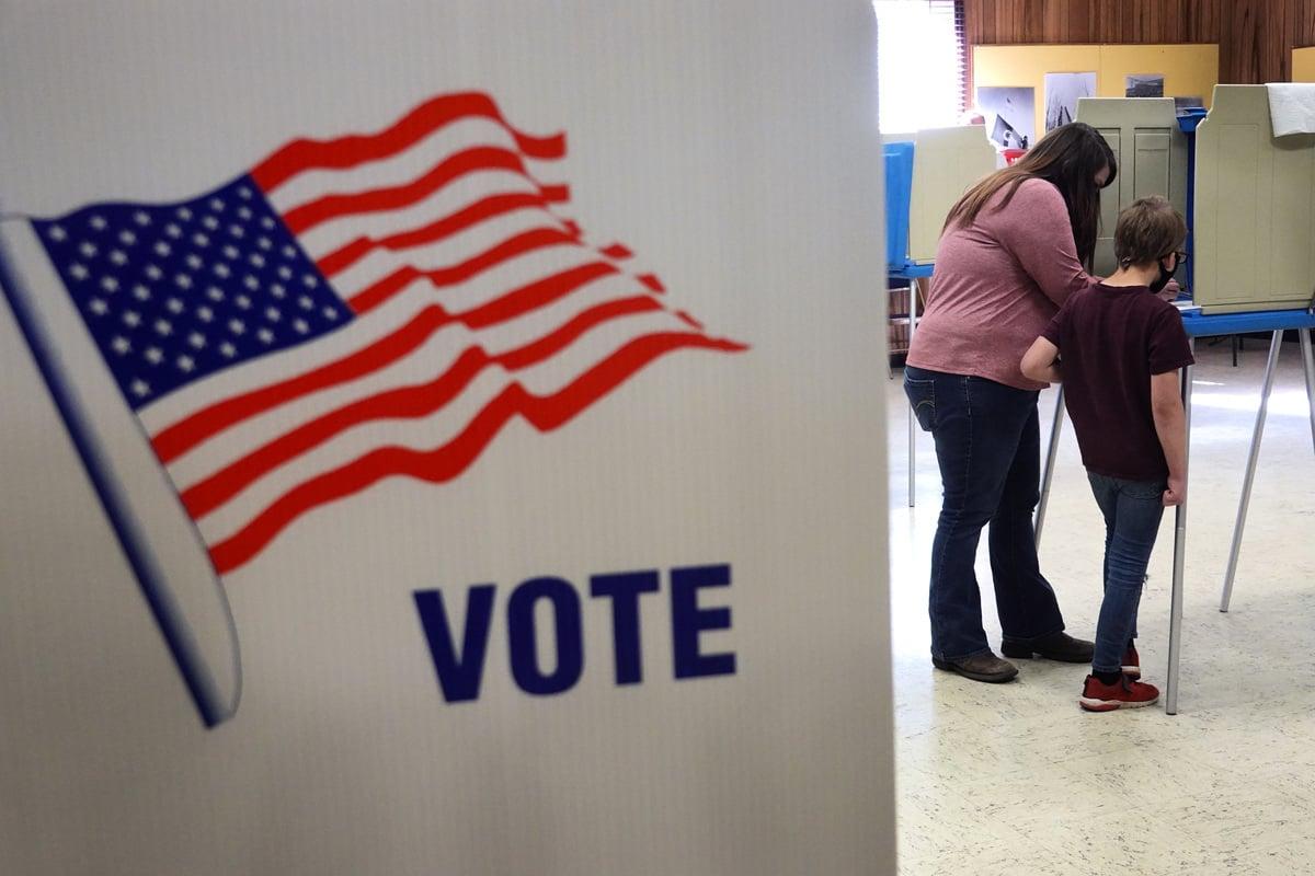 圖為美國大選某投票站。(Scott Olson/Getty Images)