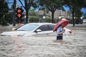 鄭州暴雨網上湧現求助貼 一小區數百人被困