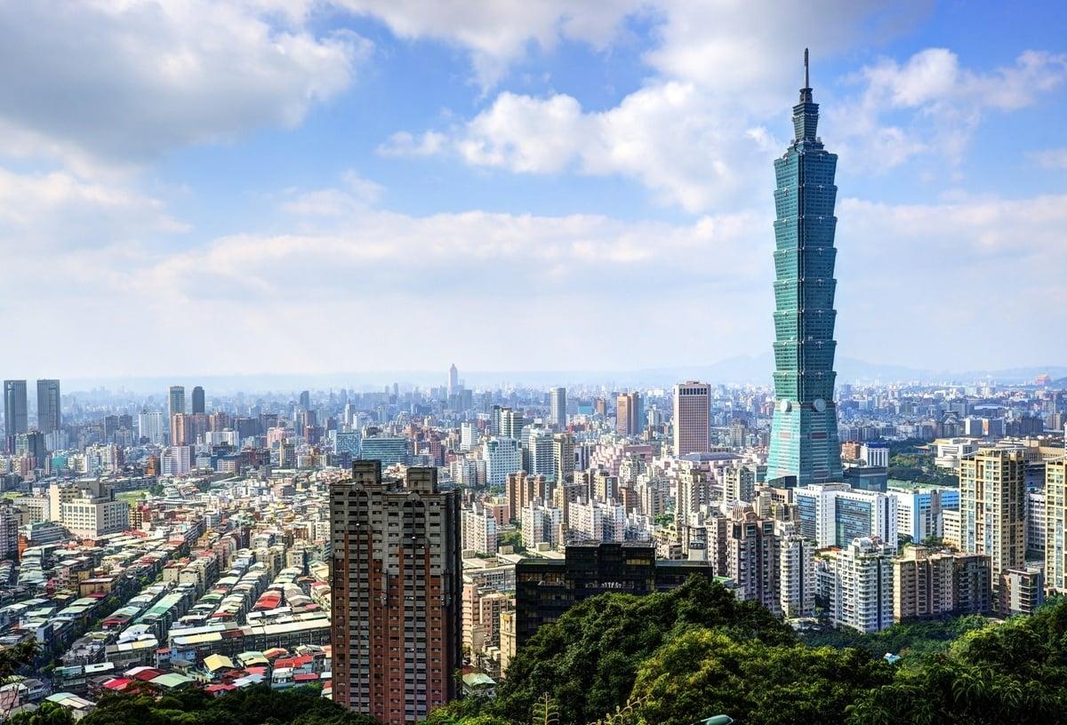 因應(中共)「港版國安法」,台灣宣佈將修訂法規, 重新考慮陸資的定義,以更嚴格的標準來審查陸資。圖為台灣101大樓。 (大紀元資料庫)