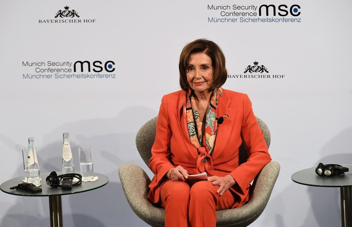 佩洛西2020年2月14日參加德國城市慕安會的年度安全會議開幕式,再次敦促歐洲各國不要在敏感通信系統中納入華為5G技術。(CHRISTOF STACHE/AFP via Getty Images)