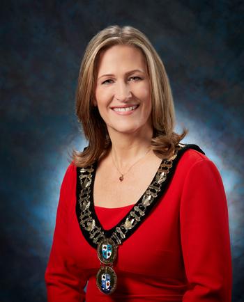 安省伯靈頓(Burlington)市長Marianne Meed Ward稱,法輪大法修煉,幫助人們提高免疫力,走出疫情的困擾。