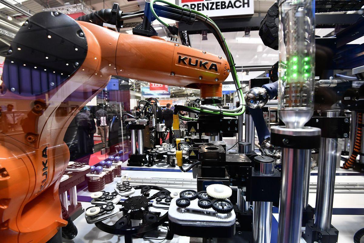 美的當年斥資45億歐元收購機械人製造商庫卡。(TOBIAS SCHWARZ/AFP/Getty Images)