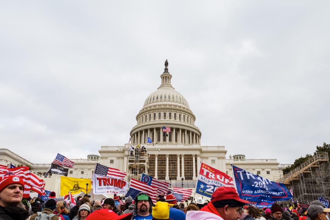 2021年1月6日,可能是美國國運開始逆轉的日子。圖為當天在白宮和華盛頓紀念碑之間參加「拯救共和國」集會的人群。(Tasos Katopodis/Getty Images)