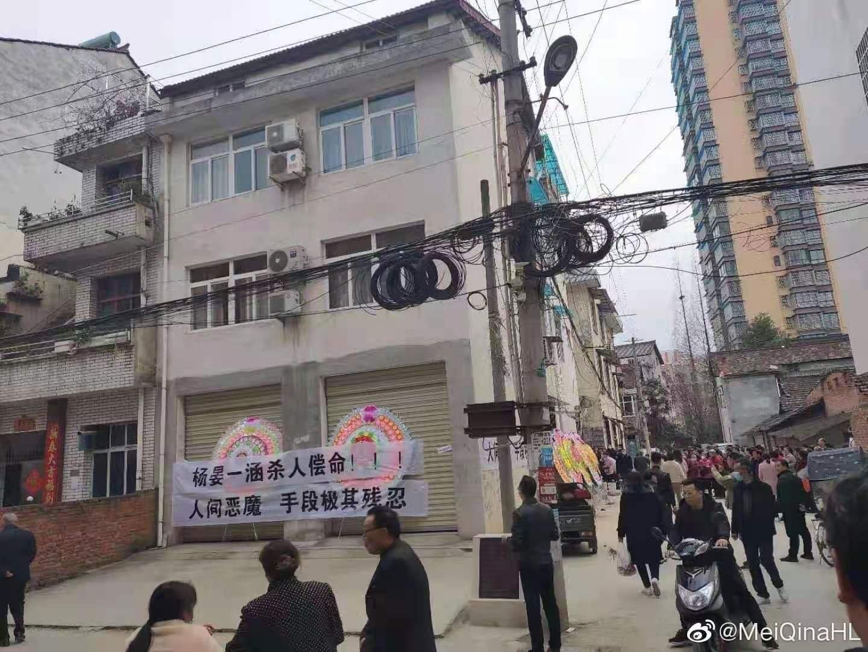 近日,陜西漢中市勉縣6歲男童王藝程在失蹤15天後,其遺體在一13歲少年家中被發現,遺體慘不忍睹,傷痕纍纍。家屬呼籲全社會為死者討回公道,嚴懲兇手。(微博圖片)