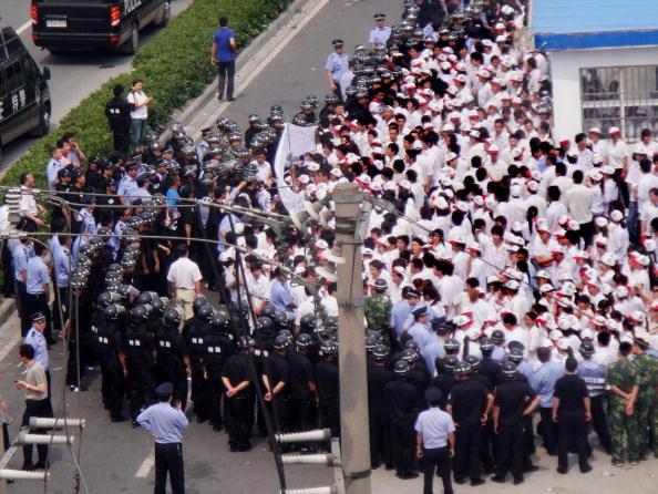 近來由於中國的經濟觸底反彈,其工資也就跟著水漲船高,結果造成沿海地區眾多工廠的老闆缺員工、員工缺耐性,一連串的罷工正困擾著這一座世界工廠。(Getty Images)