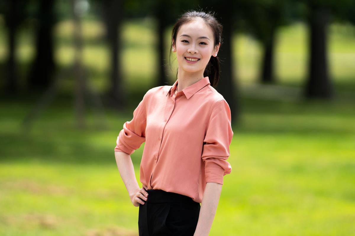來自神韻藝術團的第九屆全世界中國古典舞大賽參賽選手周正燁。(戴兵/大紀元)