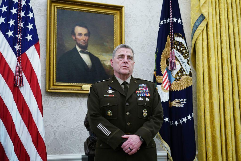 2020年6月24日,美軍參謀長聯席會議主席米利上將(General Mark Milley)通過影片在美國海軍戰爭學院畢業典禮上發言。(MANDEL NGAN/AFP via Getty Images)