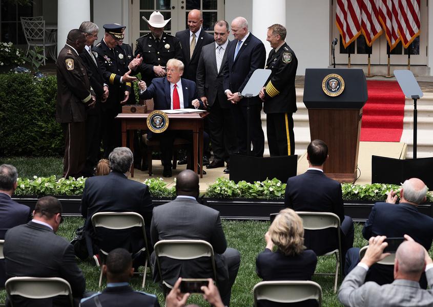特朗普簽安全警務行政令:須恢復法律和秩序