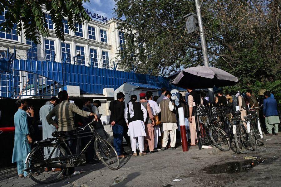 阿富汗變天 流亡央行總裁:難逃資本管制