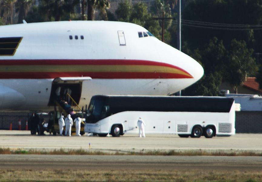 美首架撤僑包機 195人無人感染中共病毒