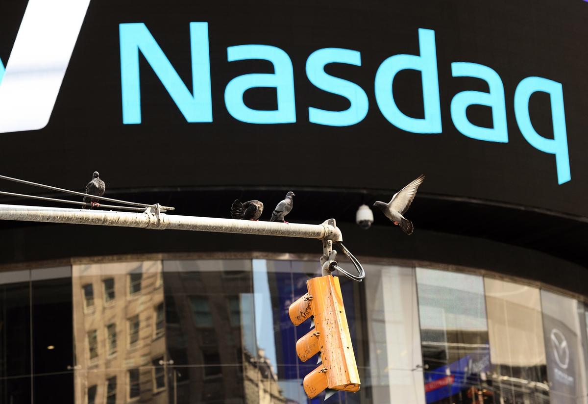 美國2020年總統大選投票結束後,隔日納斯達克指數大漲3.85%,引領美股展開選後的強勁反彈。 (AFP)