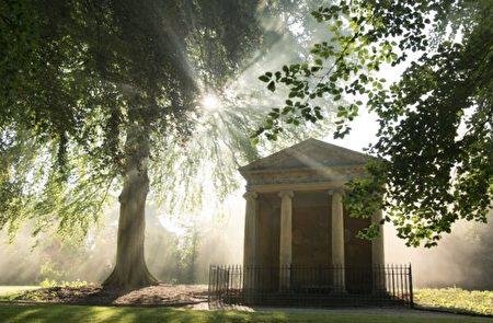 布倫海姆宮內的黛安娜神廟,這裏是前英國首相邱吉爾(Sir Winston Churchill)向他未來的妻子克萊門汀·霍齊爾(Clementine Hozier)求婚的著名場景。(布倫海姆宮提供/Blenheim Palace)