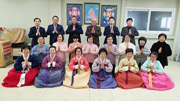 南韓京畿道高陽市法輪功學員恭賀李洪志師父新年好。(大紀元)