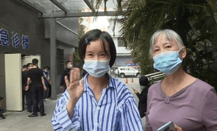 31歲的深圳女孩小麗,做隆鼻手術發生意外,智商僅剩一歲。(影片截圖)