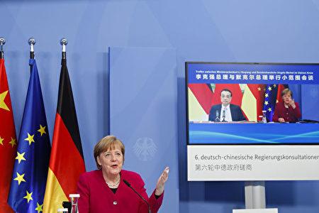 4月28日,德國總理默克爾和中共總理李克強舉行在線會談。(Michele Tantussi-Pool/Getty Images)
