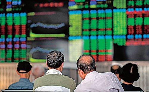 大陸經濟數據糟糕,A股10月15日跌到3000點以下。資料圖片。(Getty Images)  大家好,歡迎大家關注新聞看點,我是李沐陽。