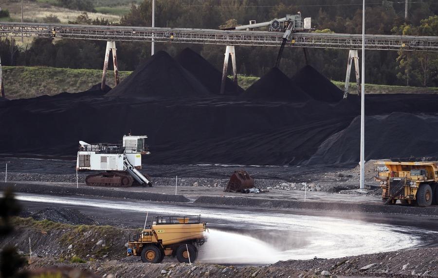 中共限煤令讓進口商四處採購 推升各地煤價