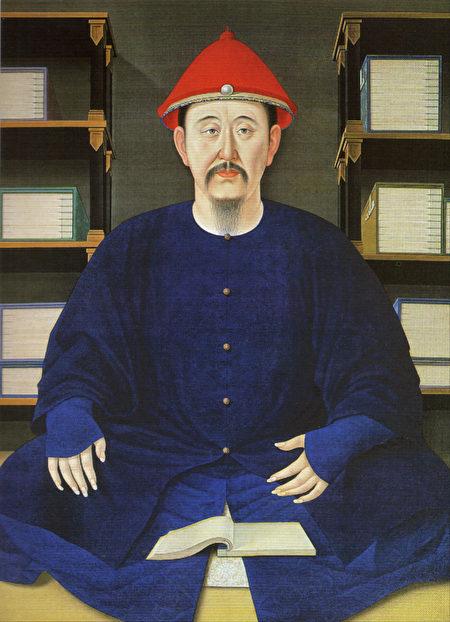古人重正色而輕間色,尤其是服飾方面做出明確要求。圖為1699年康熙帝讀書像(45歲)。(公有領域)