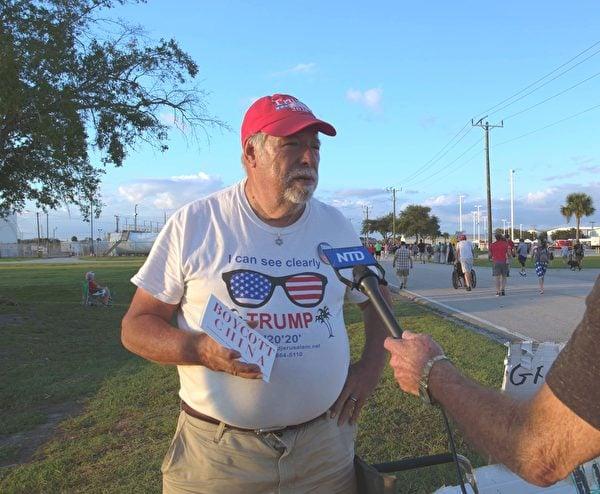佛州民主黨人士鮑勃·昆斯特(Bob Kunst)是特朗普粉絲。他在5年內參加了188次支持特朗普的活動。(岑華穎/大紀元)