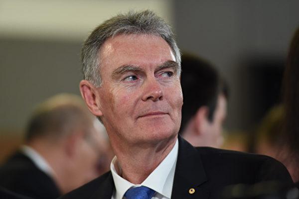 澳洲安全情報局(ASIO)局長劉易斯(Duncan Lewis)10月22日向一個參議院聽證會表達了他對外國政治干預和間諜活動不斷升級的擔憂。(AAP)