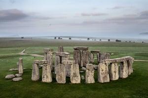 英國發現巨無霸深坑陣 與鄰近巨石陣同齡