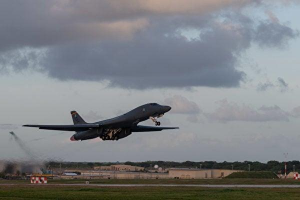 12月18日,美國印太司令部推特展示,B-1B轟炸機在黎明中起飛。(美國印太司令部推特)
