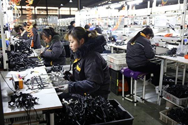 中共福建省委台港澳辦近日推出225項對台措施,包括台灣人、台企可展開人民幣存款、匯款、現鈔兌換等業務。(STR/AFP via Getty Images)