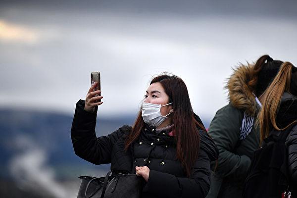 中共肺炎正在全球範圍內蔓延。圖為2020年1月24日在蘇格蘭愛丁堡的中國遊客。(Jeff J Mitchell/Getty Images)