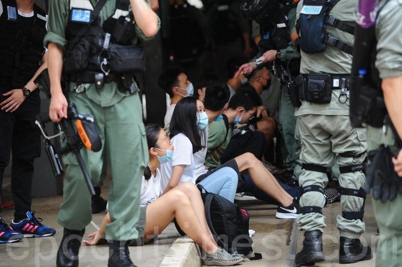 組圖:7.1遊行前警方四處抓人 三十餘人被抓