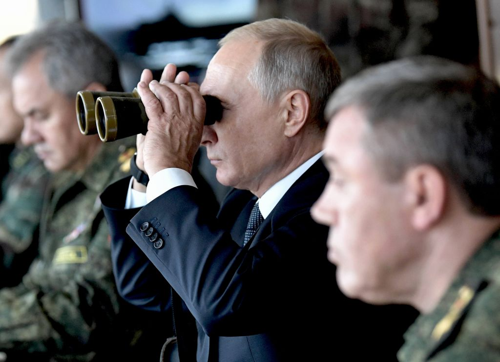 9月13日,普京檢閱軍事演習。(ALEXEY NIKOLSKY/AFP/Getty Images)