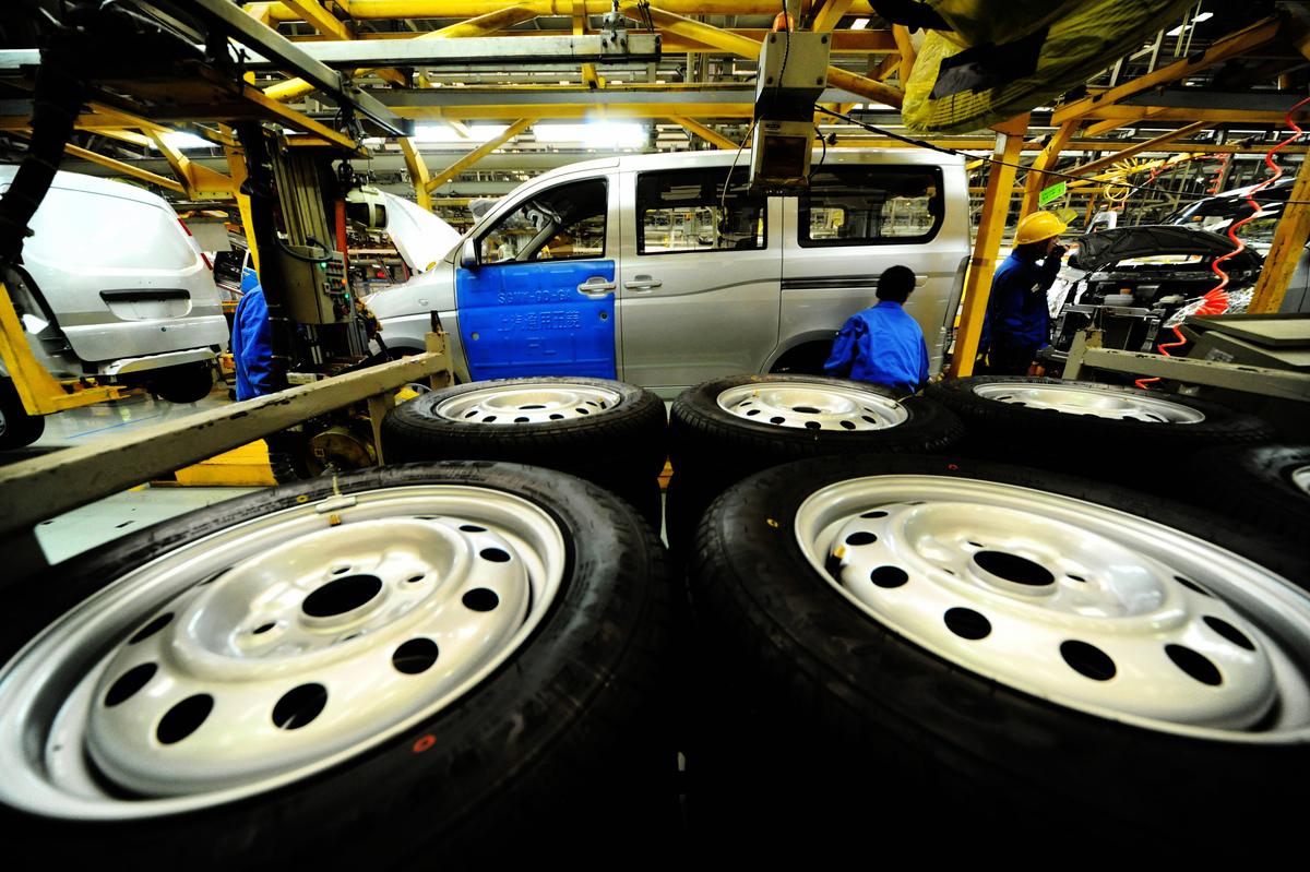 中汽協的數據顯示,2月份大陸汽車產銷量環比均下降83.9%,同比分別下降79.8%和79.1%。( STR/AFP via Getty Images)